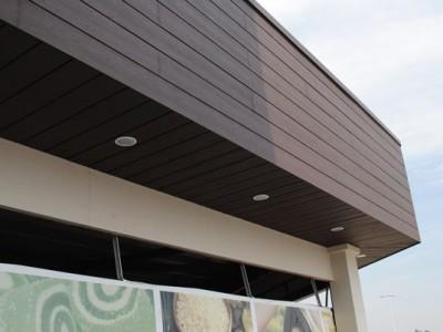 Acabados exteriores en madera Centro Comercial Plaza Centella