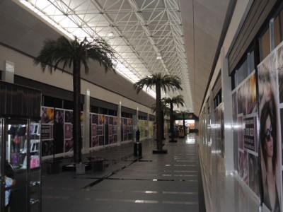 Acabados internos en pasillos en Centro Comercial Plaza Centella