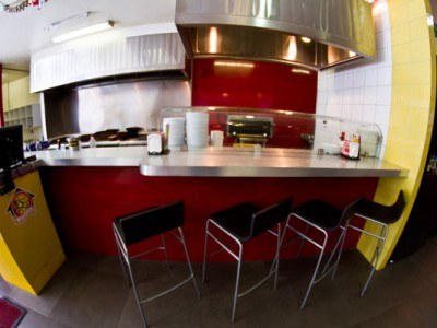 Cocina y caja del Hostal de los Quesos