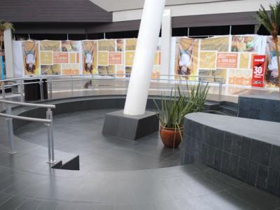 Columna en Centro Comercial Plaza Centella