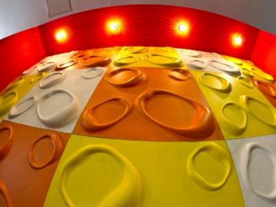 Paneles tridimensionales iluminados del Hostal de los Quesos