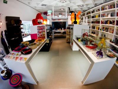 Vista completa de la arquitectura y diseño en la tienda del Museo Rufino Tamayo