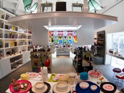 Vista completa de la parte trasera en la tienda del Museo Rufino Tamayo