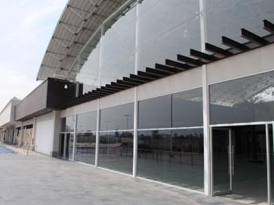 Vitrinas exteriores en el Centro Comercial Plaza Centella